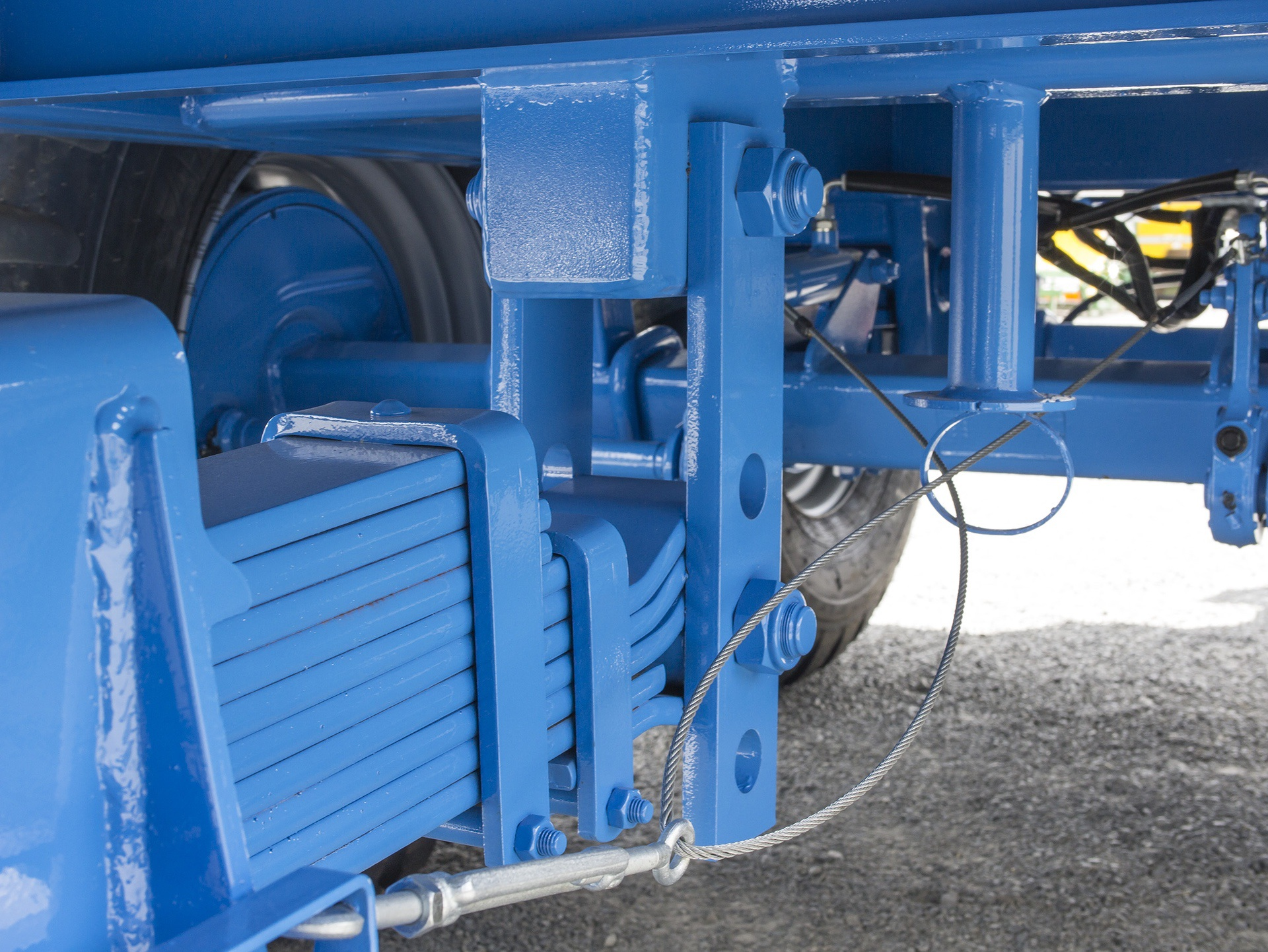 Pre-tensioned drawbar suspension for smoother travelling