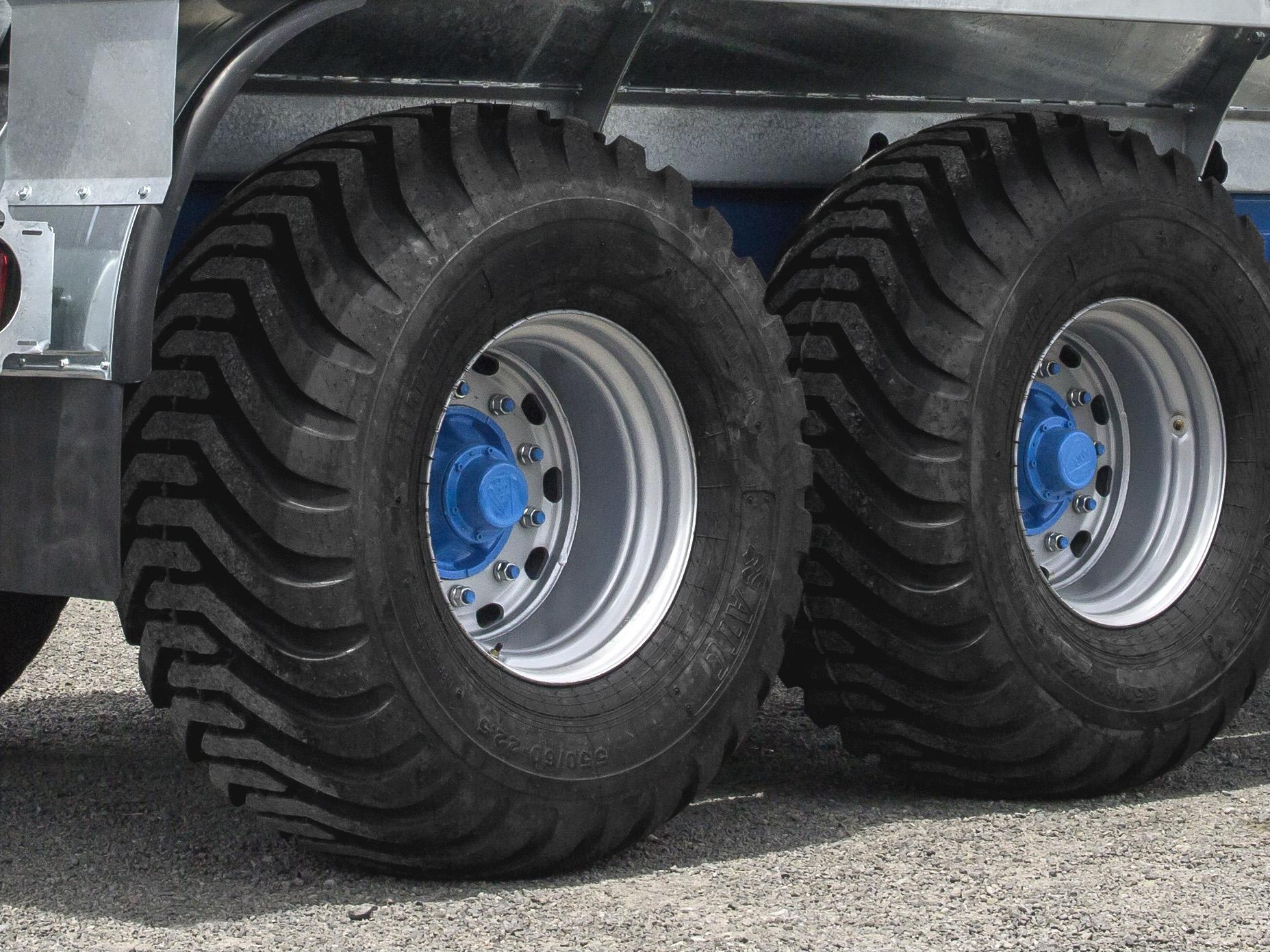 Large flotation tyres for safety on rolling terrain and reduced soil compaction. 550/60 - 22.5.