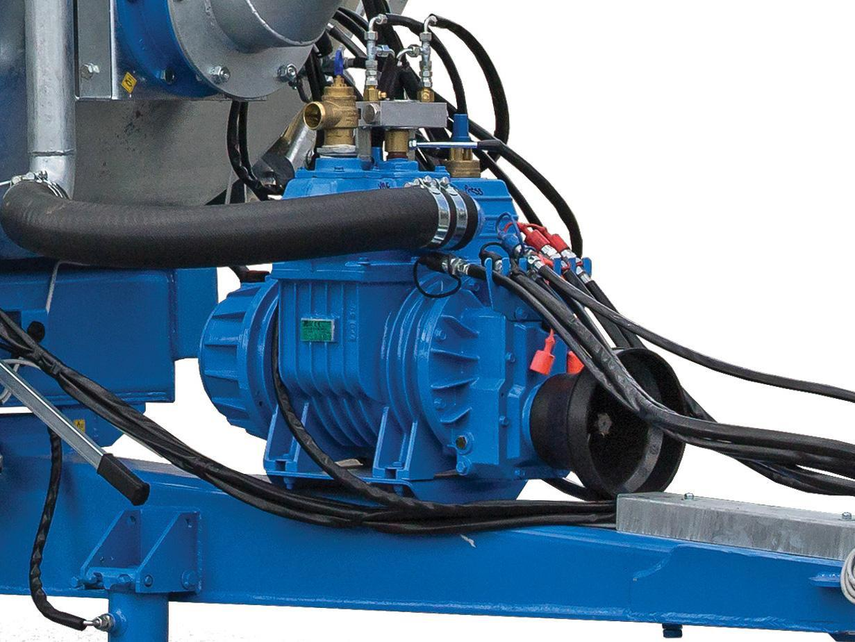 Heavy-duty Italian vacuum pump for high capacity loading and discharge