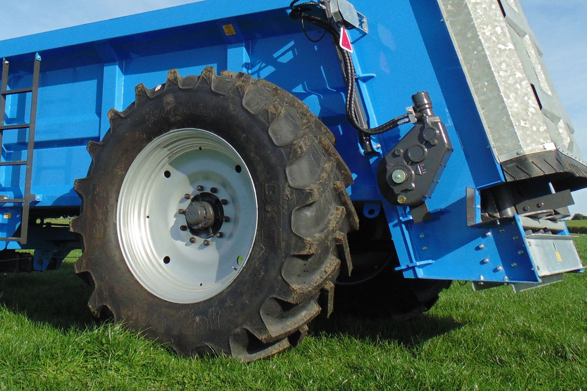 Large tyres reduce compaction and make the machine easier to pull